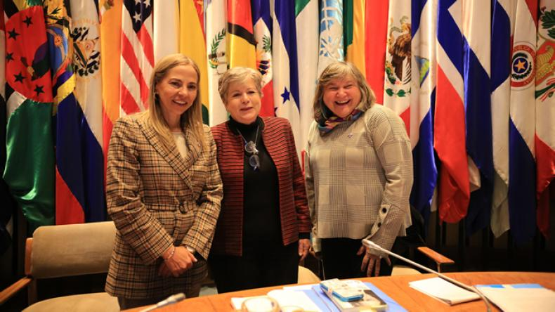 From left to right: Isabel Plá, the Minister of Women and Gender Equity of Chile; Alicia Bárcena, ECLAC's Executive Secretary; María Noel Vaeza, Regional Director for the Americas and the Caribbean of UN Women.