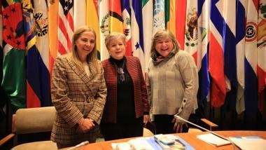 De izquierda a derecha: Isabel Plá, Ministra de la Mujer y la Equidad de Género de Chile; Alicia Bárcena, Secretaria Ejecutiva de la CEPAL; y María Noel Vaeza, Directora Regional para las Américas y el Caribe de ONU Mujeres. Foto: CEPAL.
